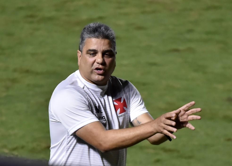 Marcelo Cabo deve repetir o time que empatou com o Coritiba — Foto: André Durão/ge