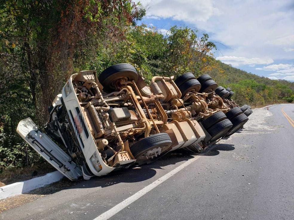 Conforme PRF, informações preliminares apontam que motorista perdeu controle do veículo.  — Foto: Blog do Braga