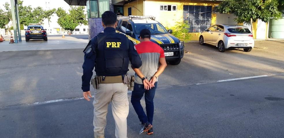 PRF prende no RN foragido da Justiça por estupro na PB — Foto: Divulgação/PRF