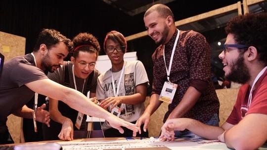 Papus e Globo Lab reúnem jovens para diálogo e cocriação