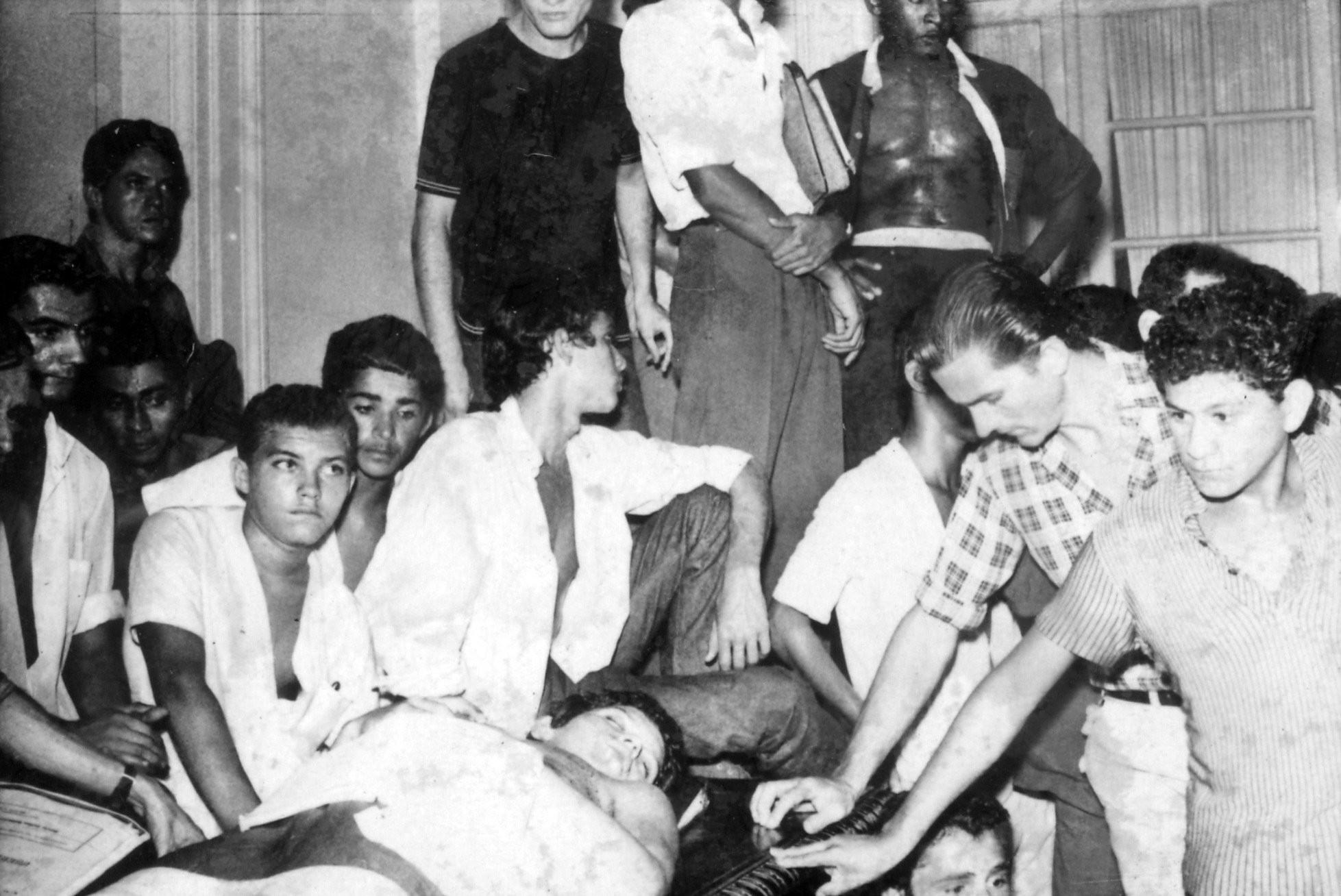Um dos horrores da época foi o assassinato do secundarista Edson Luis pelos militares (Foto: Reprodução)