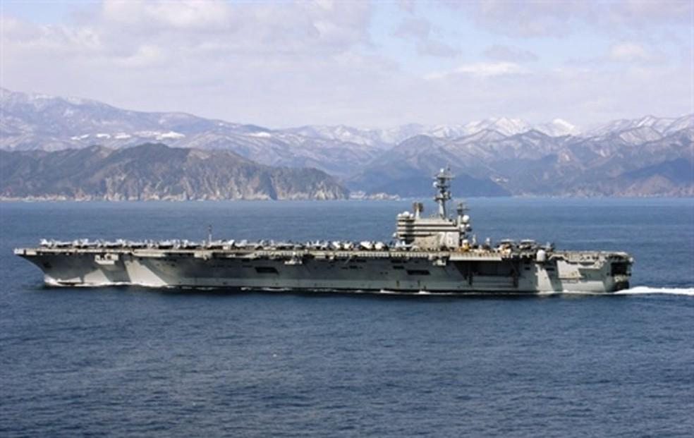 Imagem divulgada pela Marinha americana mostra cargueiro USS Ronald Reagan, em imagem de arquivo (Foto: US Navy / AFP)
