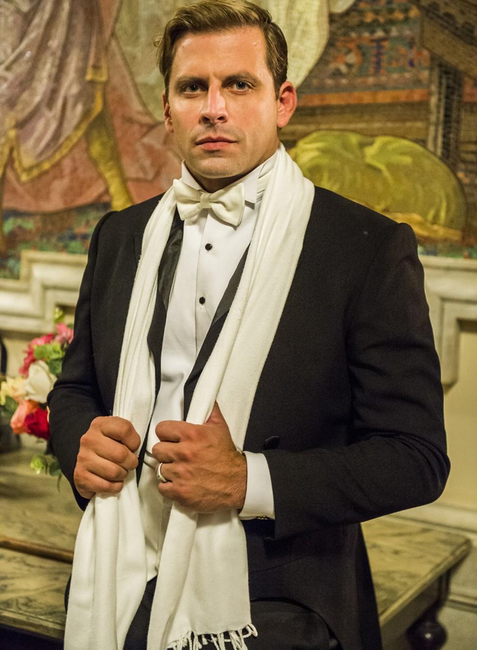 Henri Castelli caracterizado como o personagem Teodoro, no Theatro Municipal (Foto: João Miguel Júnior/Globo)