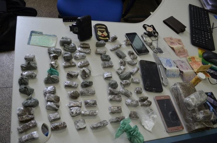 Polícia prende três jovens por tráfico de drogas em Jaru, RO
