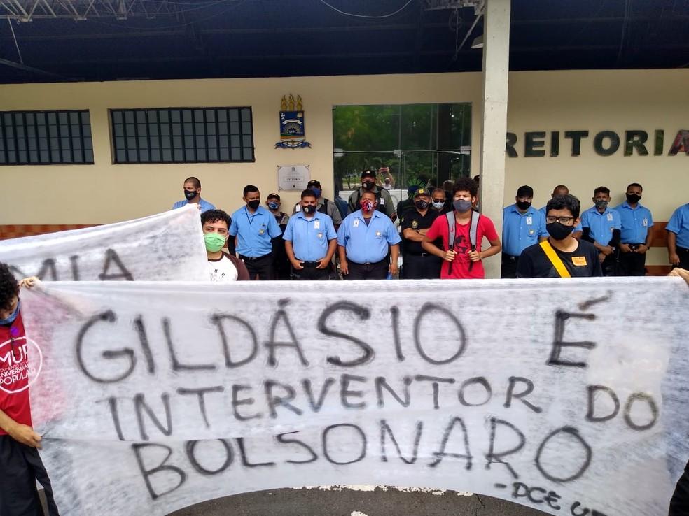 Universitários fazem protesto contra nomeação de reitor da UFPI, em Teresina — Foto: Arquivo pessoal