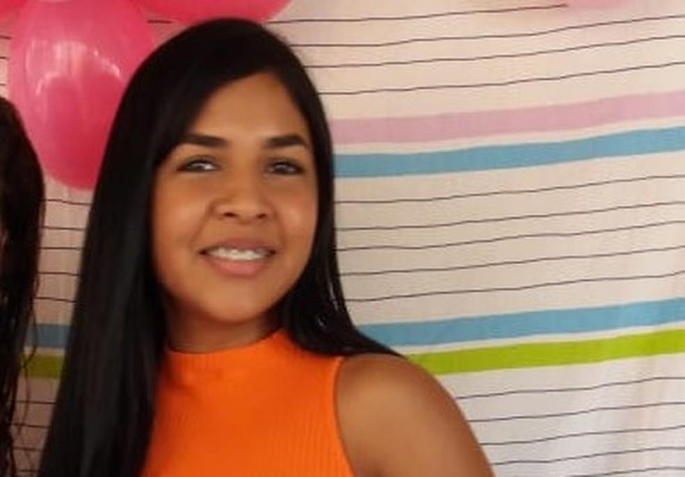 Jonhliane Souza foi atropela e morta quando seguia para o trabalho na manhã do dia 6 de agosto — Foto: Arquivo da família