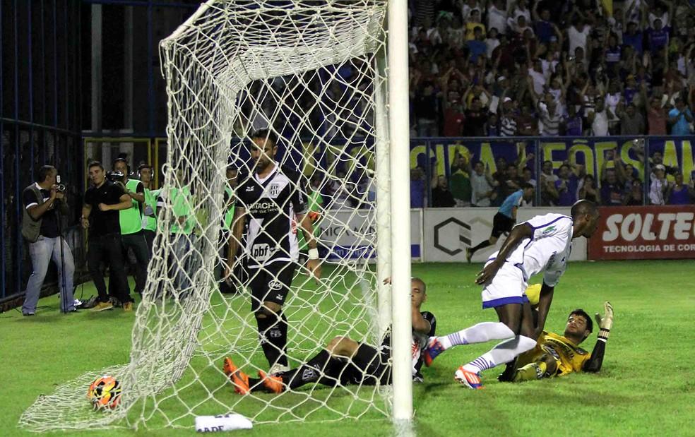 Nacional eliminou a Ponte com uma vitória em Manaus (foto) e outra no Moisés Lucarelli (Foto: Arlesson Sicsu / Ag. Estado)