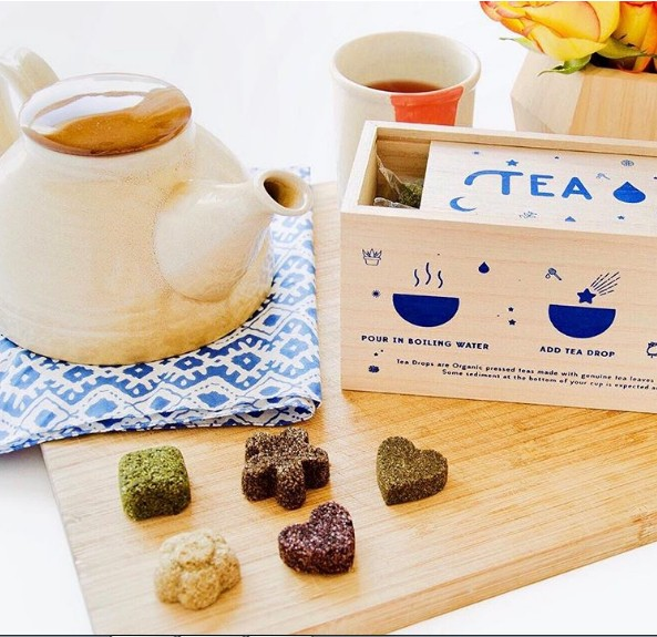 A empreendedora criou um chá comprimido, vendido em formatos diferentes (Foto: Divulgação)