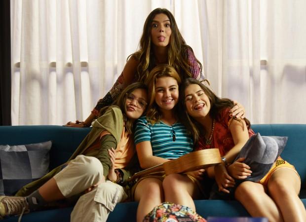 Giovanna Lancellotti em cena com Mel, Klara e Maisa em cena de Tudo por um PopStar (Foto: Divulgação)