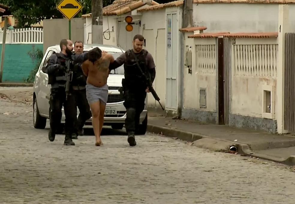 Traficante foi encontrado em um prédio (Foto: Cadu Alves/Inter TV)