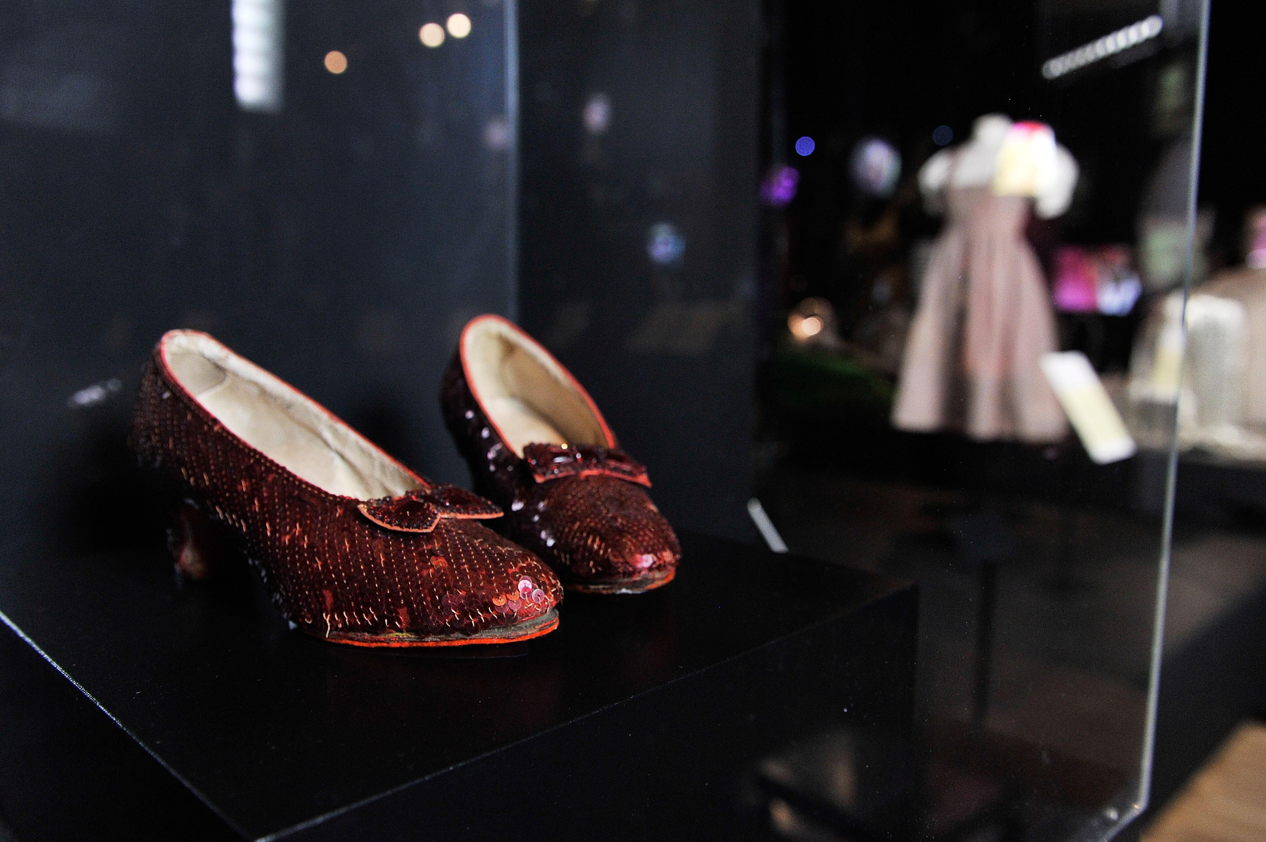 """Sapatos de Dorothy em """"O Mágico de Oz"""" foram encontrados após terem sidos roubados de exposição (Foto: Getty Images)"""