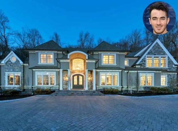 A casa fica em Monteville, no estado de Nova Jersey (Foto: NJLux/ Reprodução)