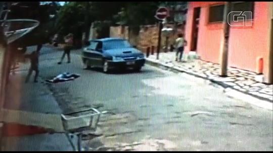 Vídeo mostra idoso sendo atropelado e motorista fugindo do local em Piracanjuba