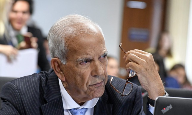 O senador Oriovisto Guimarães
