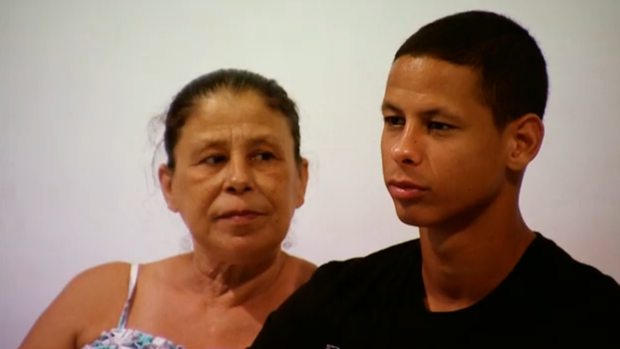 Jonathan Fernandes e a mãe; Base; Botafogo; SporTV Repórter (Foto: Reprodução SporTV)