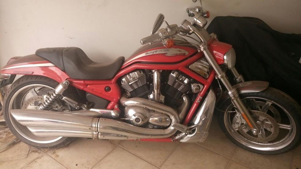 Motocicleta Harley Davison foi apreendida durante operação (Foto: Superbid/ Divulgação)