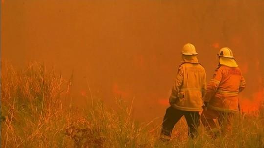 Três pessoas morrem e milhares ficam desalojadas por incêndios na Austrália