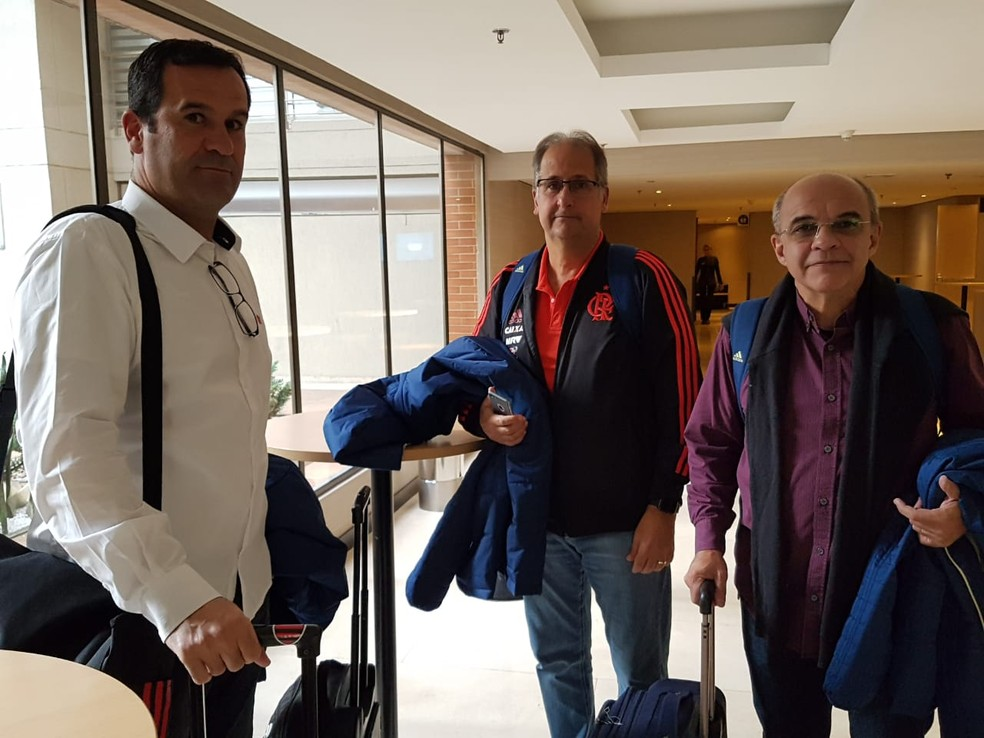 Ricardo Lomba, Carlos Noval e Eduardo Bandeira: trio à frente do futebol do Flamengo tenta fechar reforço até o final da semana (Foto: Marcelo Baltar)