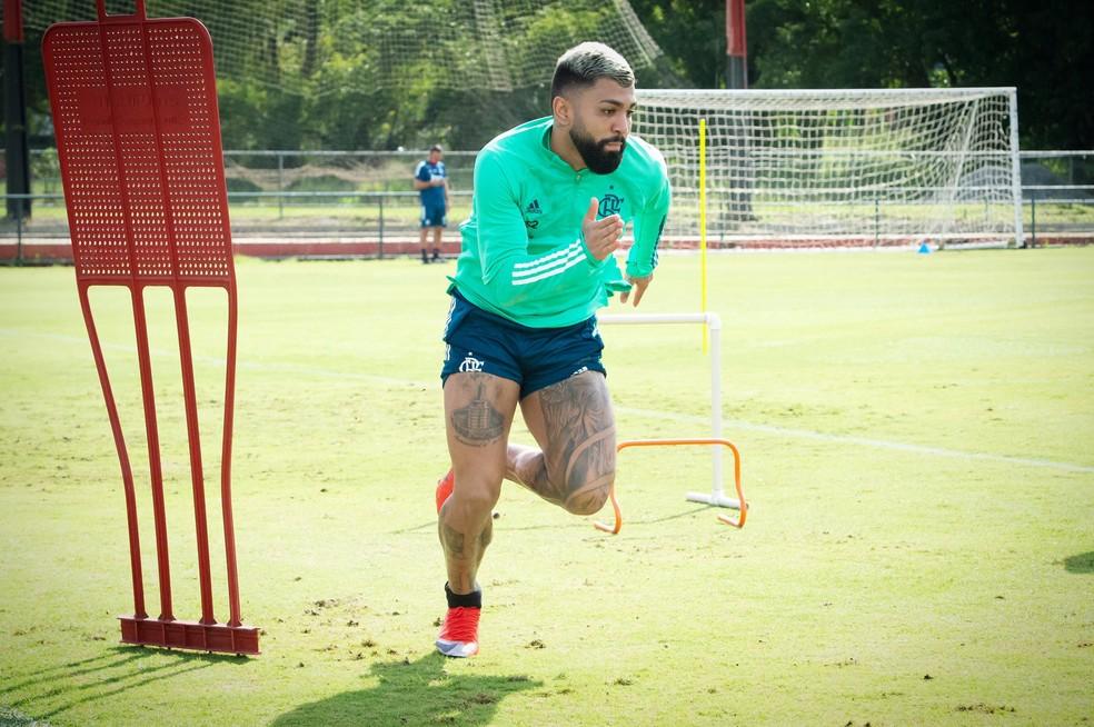 Gabigol abre série de postagens dos jogadores em apoio ao Flamengo por volta aos treinamentos