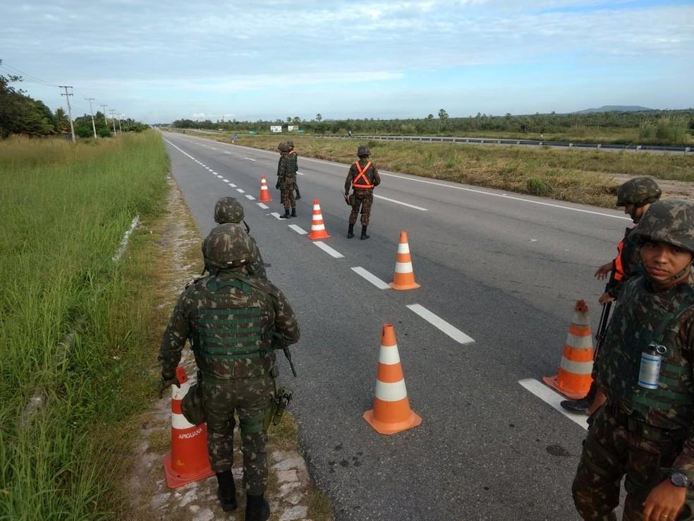 Exército ocupa estradas no Ceará para evitar formação de novos pontos de bloqueio (Foto: 10ª Região Militar/Divulgação)