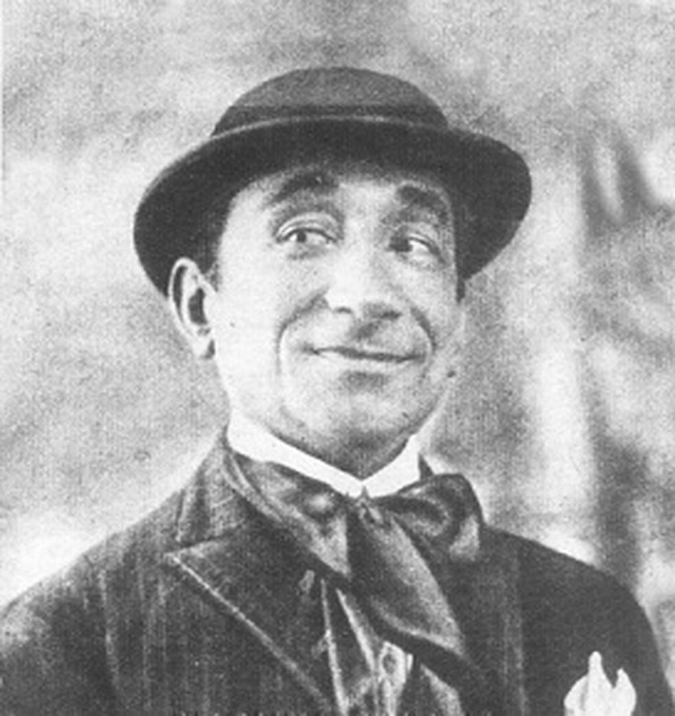 Manuel Pedro dos Santos, o Baiano, foi pioneiro das gravações fonográficas no Brasil. Foi ele quem registrou o primeiro samba em disco, 'Pelo Telefone'. Ele também gravou a cançoneta 'Pombinha de Lulu' — Foto: Wikimedia