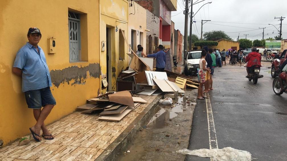 Prejuízos nas casas dos moradores de Coronel João Sá, na manhã desta sexta-feira (12) — Foto: Alan Tiago/G1