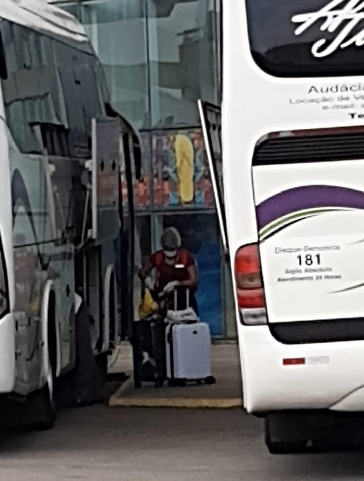 Tripulantes filipinos deixam o Costa Fascinosa após testarem negativo para o coronavírus