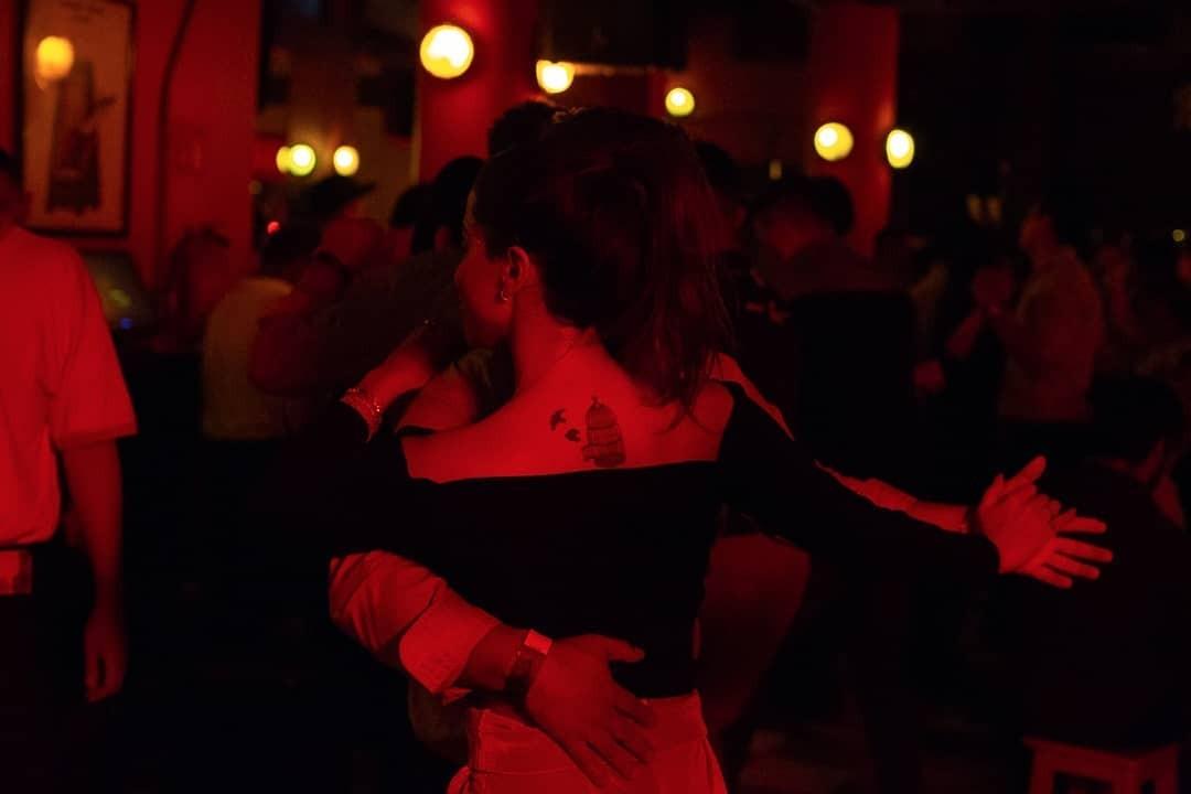 Anitta dança salsa no México (Foto: Reprodução / Instagram)