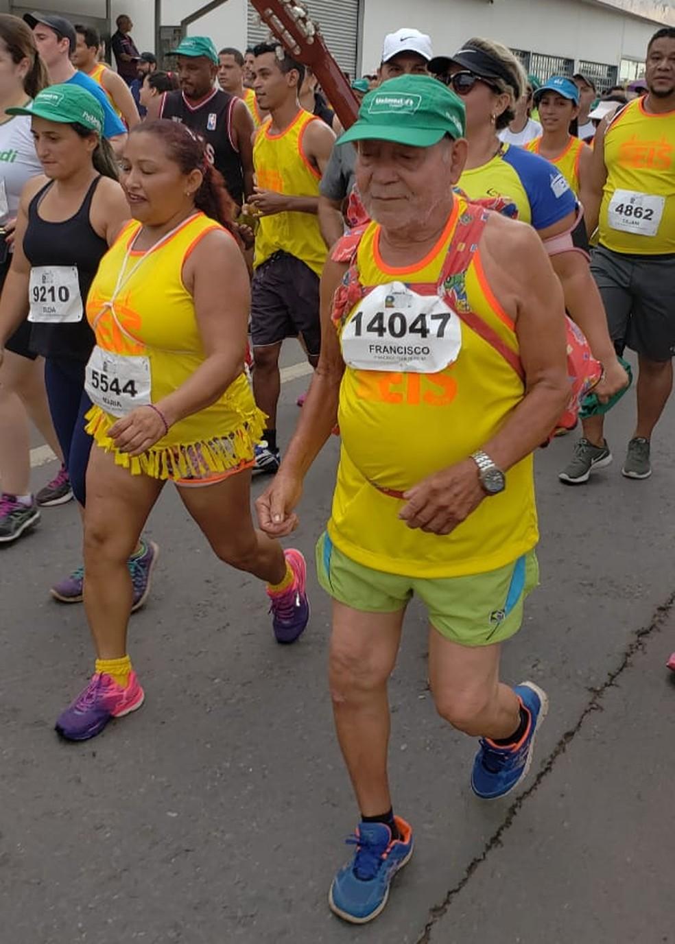 Francisco Félix Teixeira, de 86 anos, na Corrida de Reis — Foto: Ianara Garcia/ TVCA
