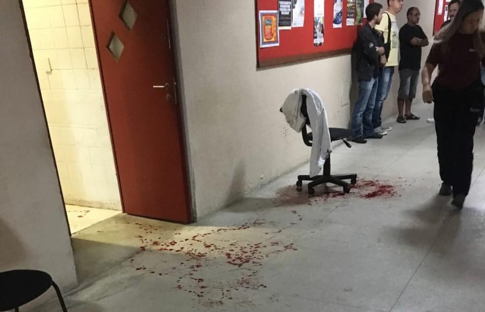 Marcas de sangue podiam ser vistas no corredor após explosão em laboratório da Coppe/ UFRJ (Foto: Hannah Luz/ Arquivo pessoal)