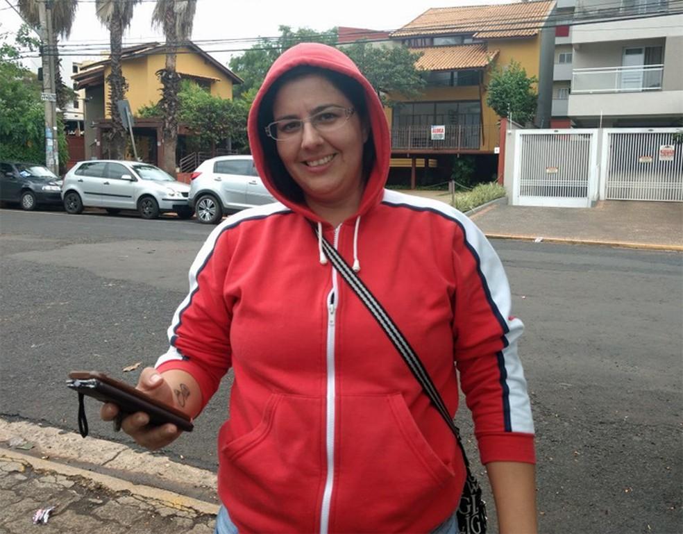 Sandra Barreto, de 34 anos, é graduada em matemática, e conta que faz a Fuvest há 5 anos para testar seus conhecimentos. 'Para mim, foi super tranquilo', diz. (Foto: Adriano Oliveira/G1)