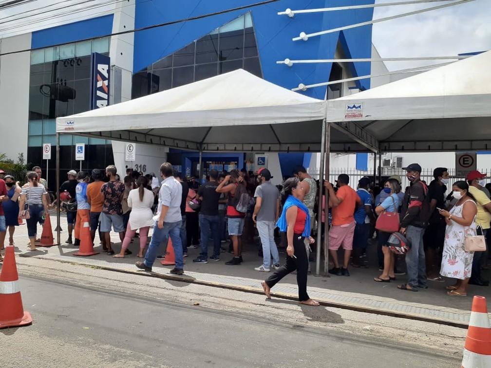 Agência da Caixa volta a registrar filas para saque de Auxílio Emergencial na Grande Natal — Foto: Kleber Teixeira/Inter TV Cabugi