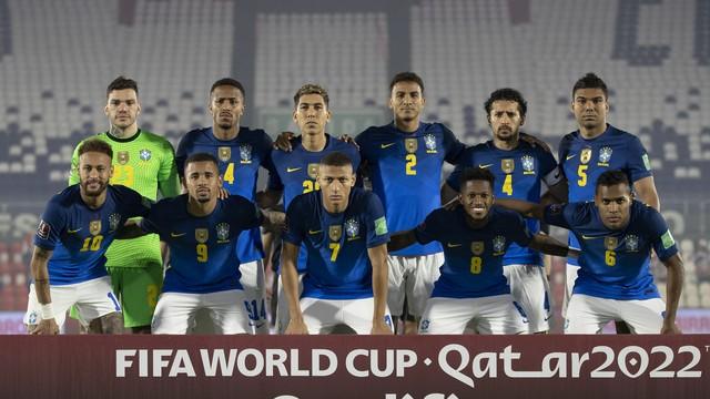 Jogadores titulares da seleção brasileira contra o Paraguai