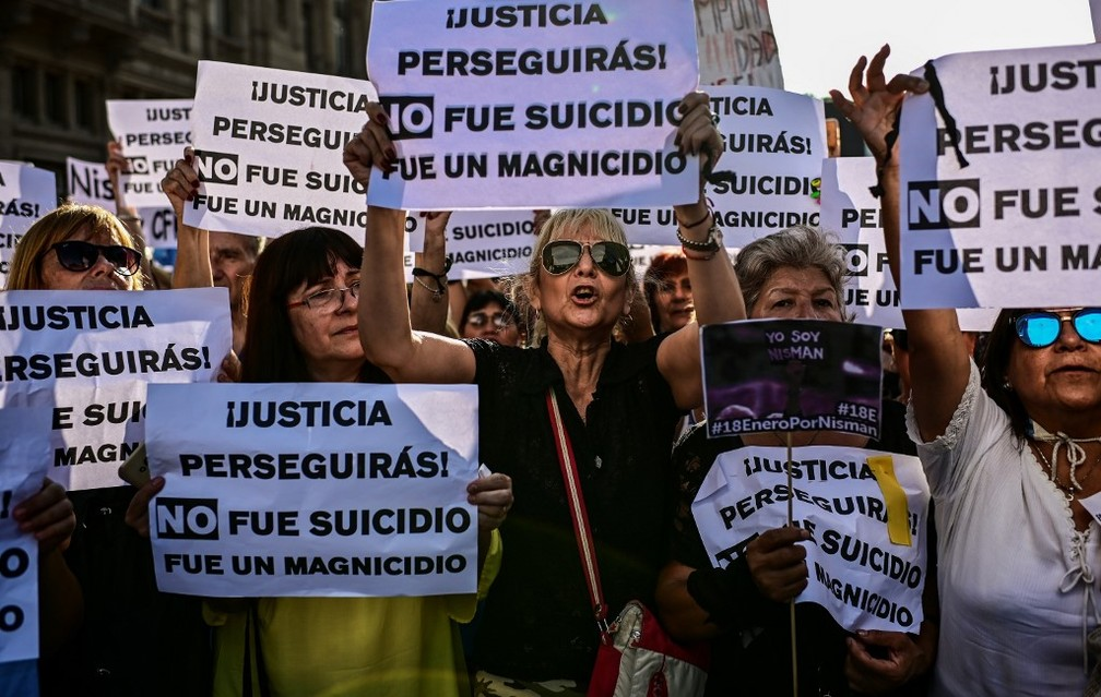 Protesto deste sábado (18) em Buenos Aires cobra Justiça da Argentina solução sobre caso de promotor morto em 2015: 'Não foi suicídio' — Foto: Ronaldo Schemidt/AFP