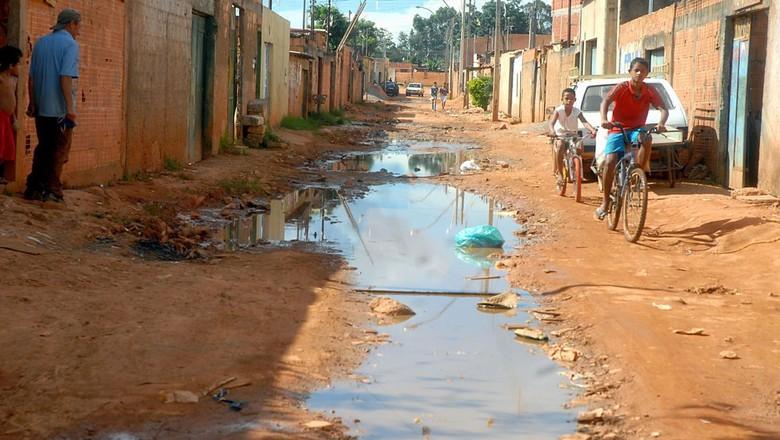 saneamento-básico-esgoto-pobreza (Foto: Arquivo Agência Brasil)