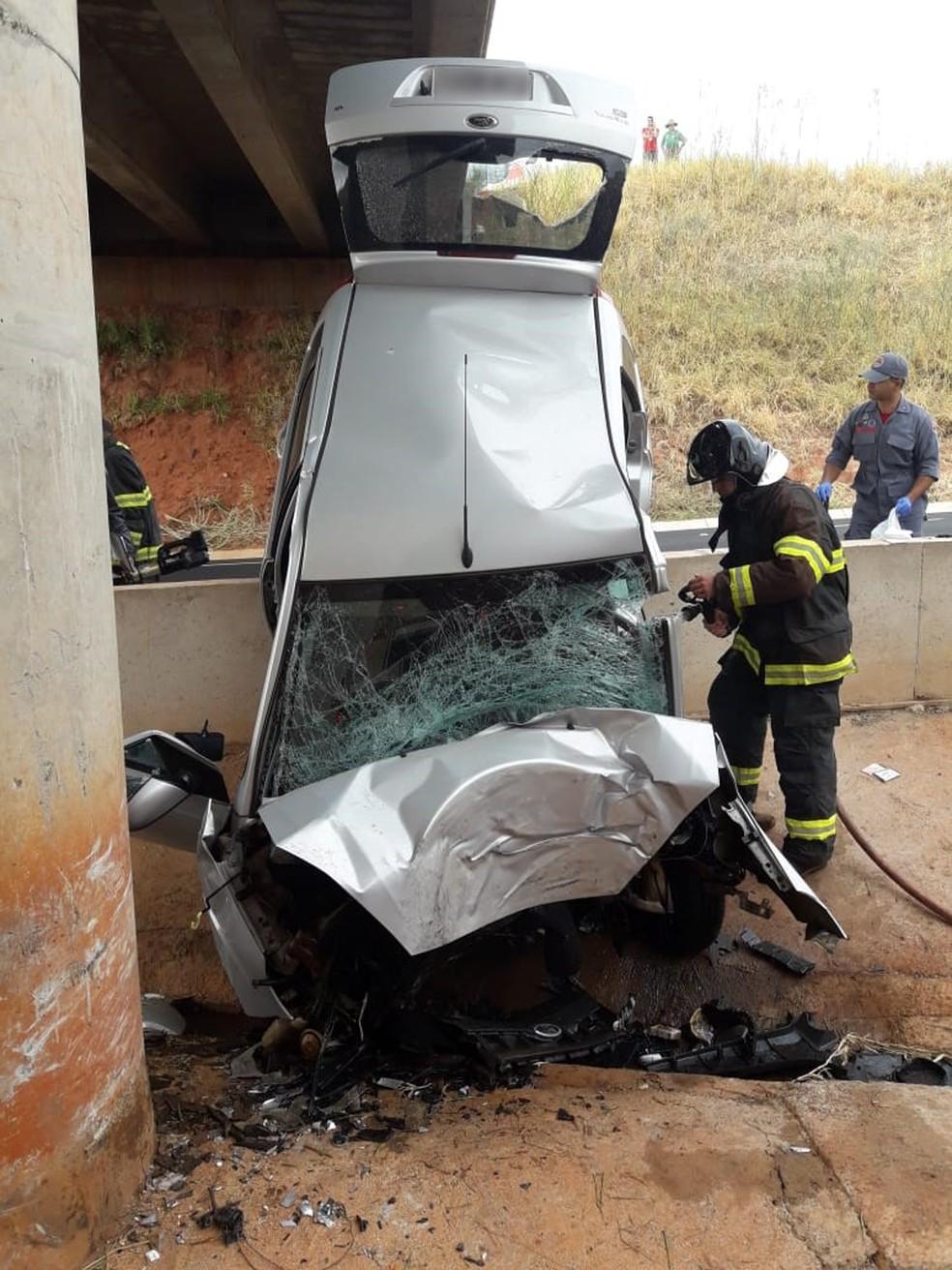 Acidente foi na SP-425, em Indiana (Foto: Corpo de Bombeiros/Cedida)