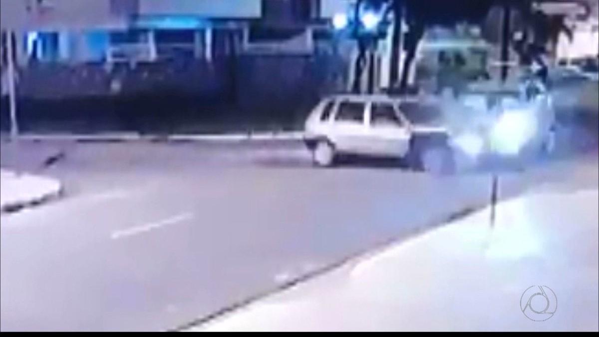 Câmeras registram acidente que deixou três feridos em João Pessoa