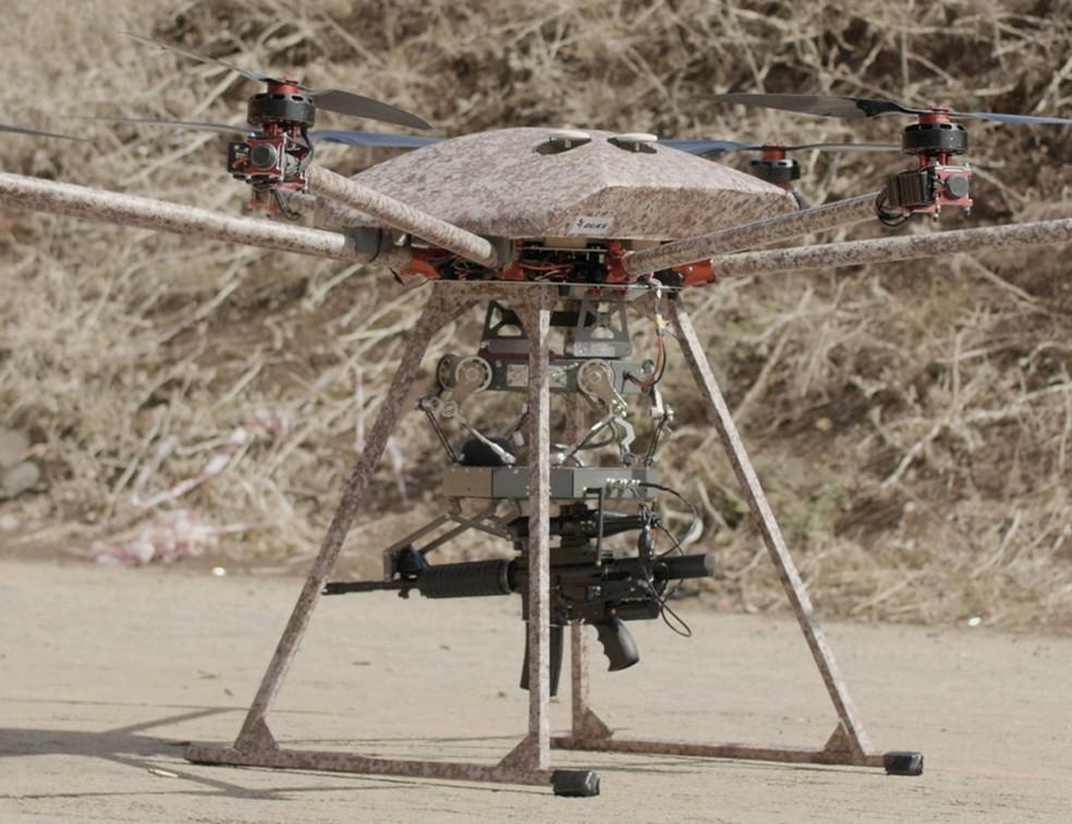 Tikad, o drone feito para carregar e disparar metralhadoras, rifles e outras armas (Foto: Divulgação)