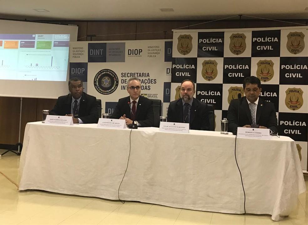 Secretários de operação integrada do MJ e presidente do Conselho Nacional de Chefes da Polícia Civil fazem balanço da operação Cronos — Foto: Marília Marques/G1