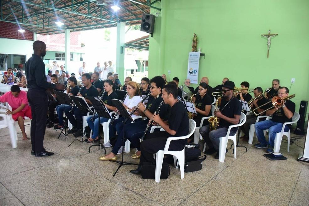 Nesta terça, programação começou com Alvorada na Associação Santa Luiza (Foto: Prefeitura/ Divulgação)