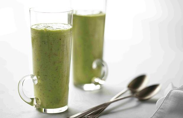 Suco verde de pêssego para ganho de energia (Foto: Divulgação)