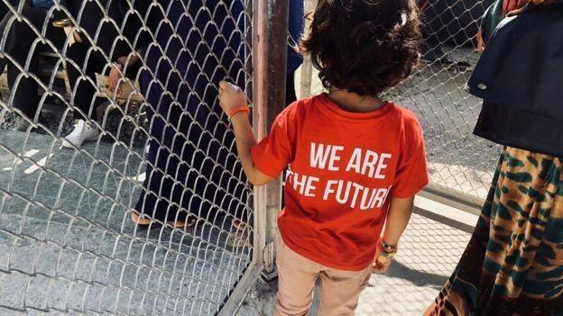 Crianças são as principais vítimas da superlotação do local (Foto: BBC)