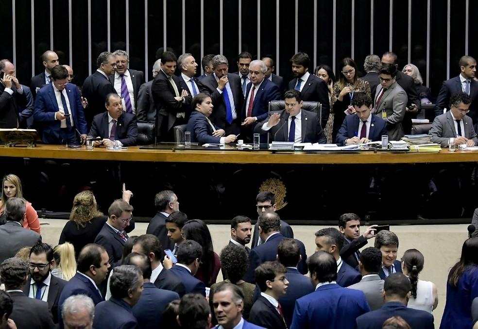 Deputados e senadores reunidos no plenário da Câmara em sessão conjunta, em dezembro de 2019 — Foto: Waldemir Barreto/Agência Senado
