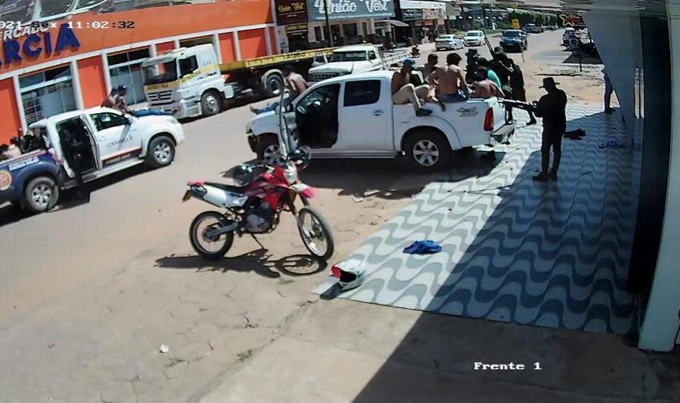 Duas agências bancárias foram alvos de assaltantes em Nova Bandeirantes — Foto: Divulgação