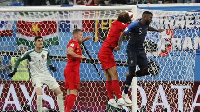 Umtiti vence marcação de Fellaini e marca primeiro gol da França contra a Bélgica