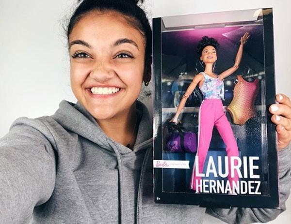 Ginasta americana Laurie Hernandez foi homenageada com uma boneca Barbie (Foto: Reprodução/Instagram)