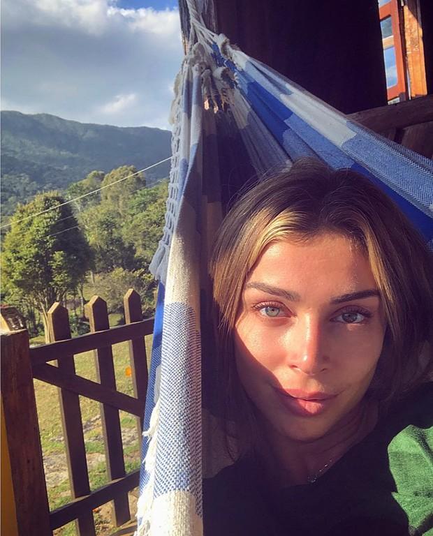 Grazi Massafera: descanso em rede (Foto: Reprodução Instagram)