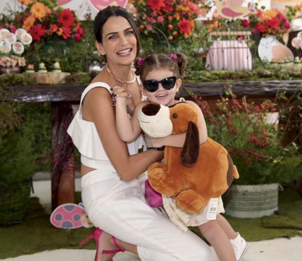 … e a modelo com a filha, Chloe, 4 anos. (Foto: Reprodução/Instagram)