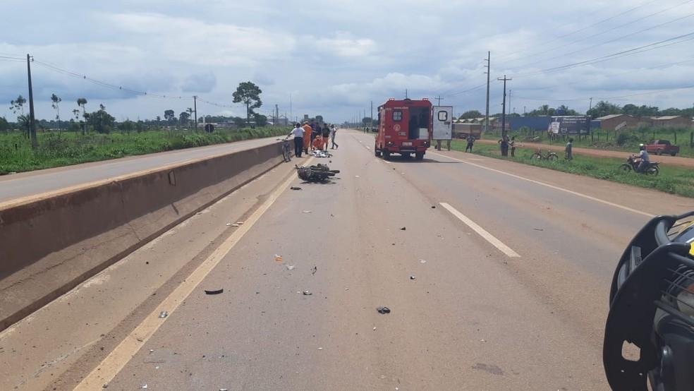 BR-364, em Candeias do Jamari onde motociclista morreu após acidente.  — Foto: PRF/Divulgação