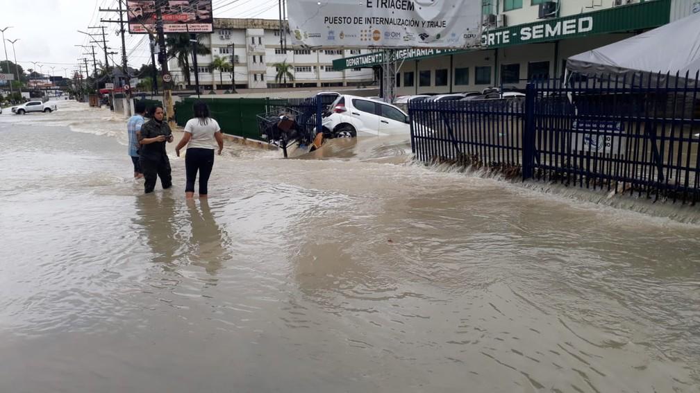 Avenida Torquato Tapajós tomada pela água em Manaus — Foto: Reprodução